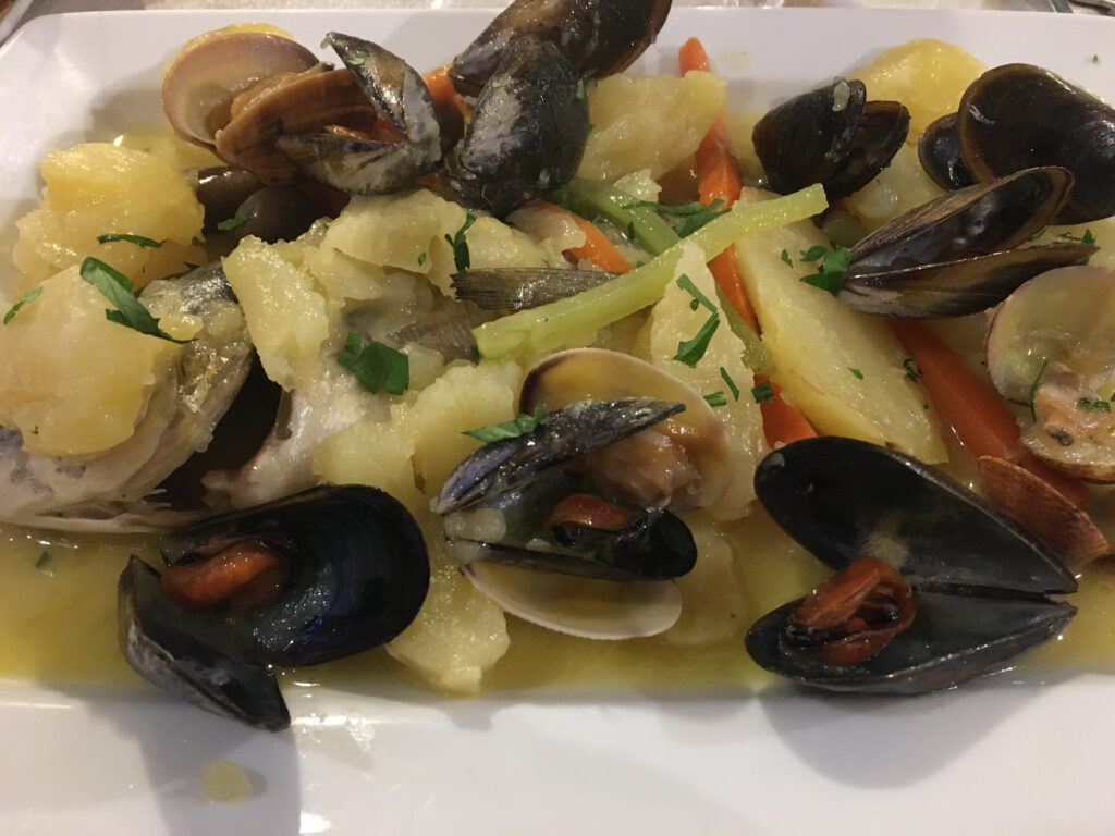 What to eat in Alghero: seafood dish